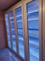 Vitrină frigorifică cu fațadă din termopan