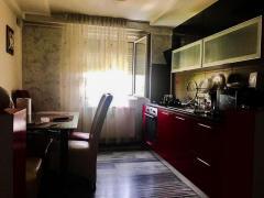 Agentie,vinde apartament cu 3 camere semidecomandat