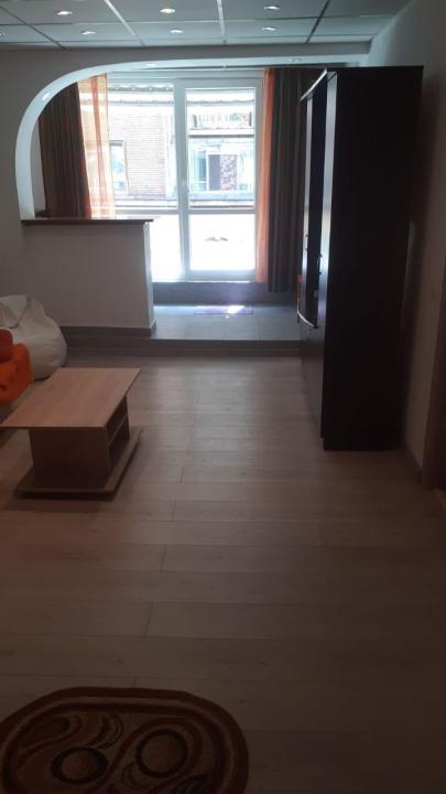 Închiriez apartament de 3 camere