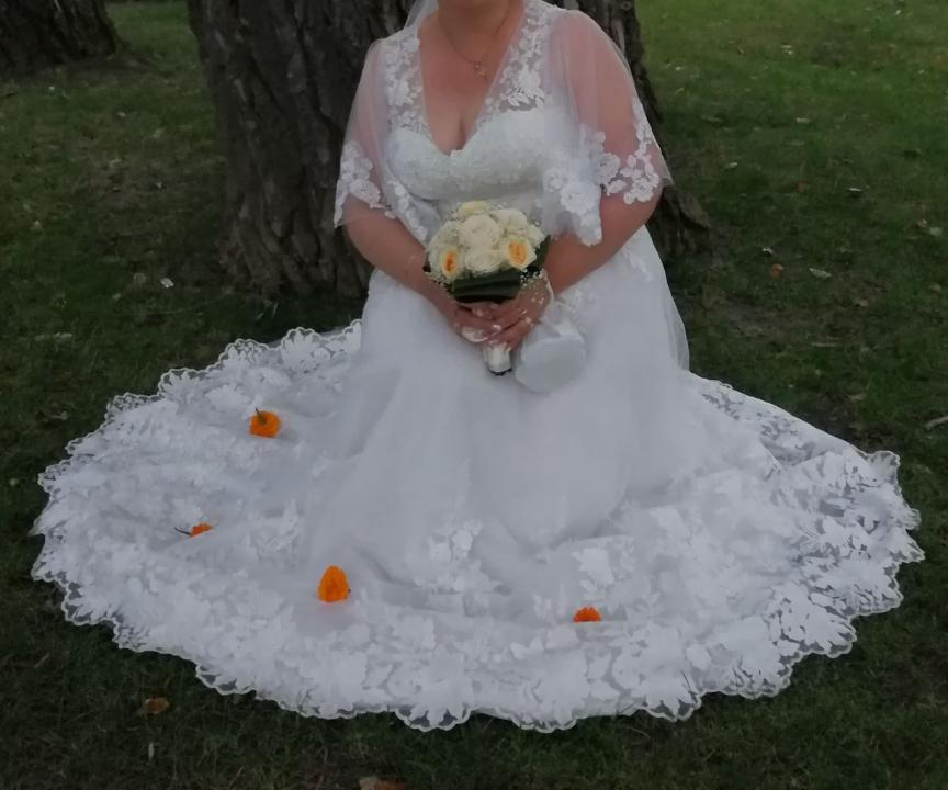 Vând rochie de mireasă model deosebit