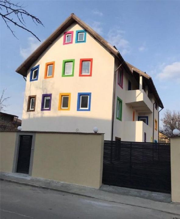 Vila Militari-Apusului /  P+2+M, 15 Camere/ Pentu Multiple Activitati