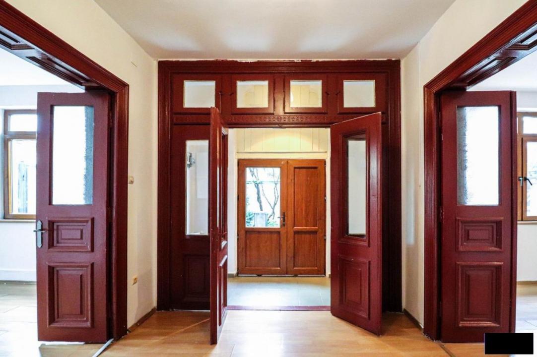 La pret de apartament Casa CENTRAL zona Marriott  - pentru locuinta sau birouri