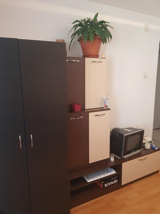 ofer spre inchiriere apartament 2 camere decomandat