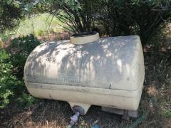 De vanzare, bazin de apa din plastic, 2.000 litri