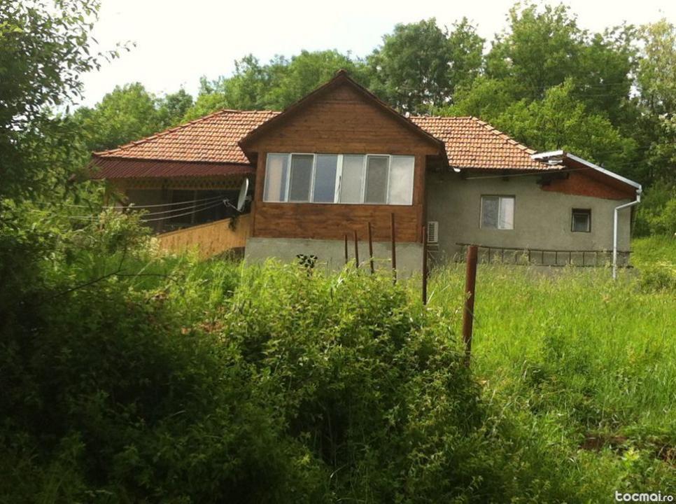 Vand Casa cu pamant 2800 mp la sat jud.Hunedoara