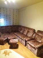 Vand mobila din lemn masiv + canapea + masa cu tabureti