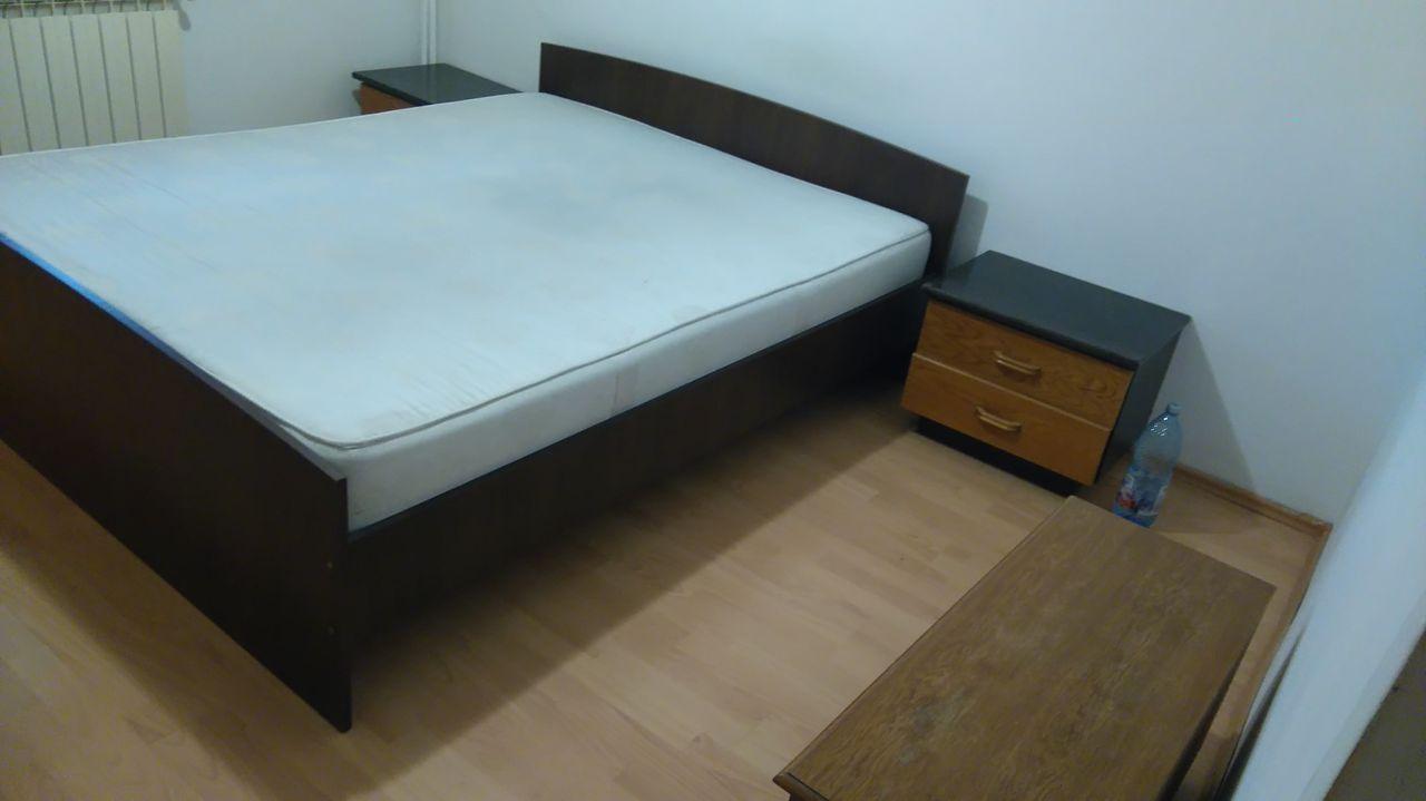 Vand urgent si ieftin mobila din apartament trei camere care se vinde, pat dublu modern, dulap ikea