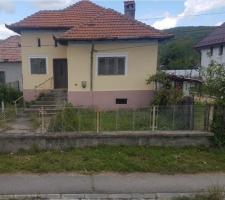 Vand casa,oras Mioveni, cartier Clucereasa. Suprafata 928mp