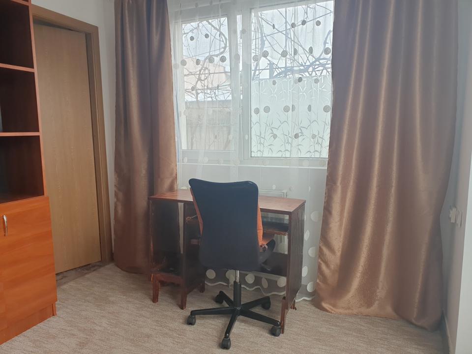 Inchiriez apartament cu 2 camere, la curte, zona A.M.M./Total Group
