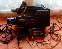 Vand aparat de inregistrat camera video HITACHI + baterie si incarcator