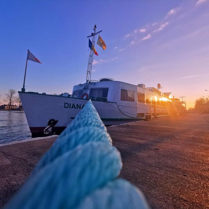 Personal nava de croaziera pe Dunare