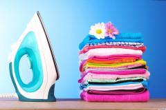 Prestez servicii de călcat haine la domiciliu