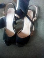 Vând sandale cu toc