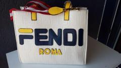Vand poseta/ geanta de dama/ pentru femei, posete/ genti marca FENDI