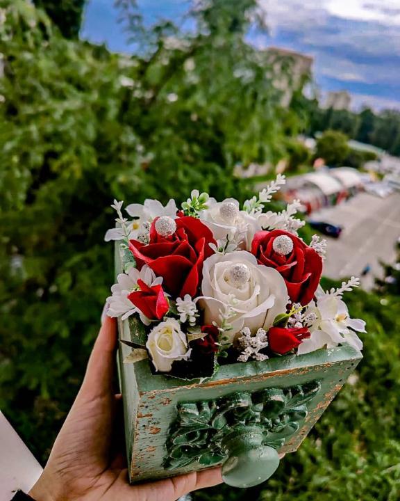 Aranjament flori din sapun