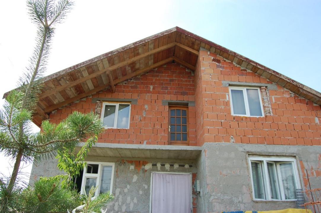 Vand Casa noua masiva cu 7 camere din caramida parter cu mansarda