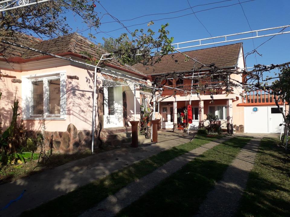 Casa Lux langa padure,aproape de Oradea,Urvind ,com Lugasi de Jos