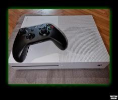 Vând Xbox One S 500 GB + Volan Gaming Myria MG7400 + 11 Jocuri