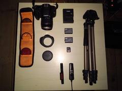 Canon 1200D + accesorii, baterie de rezerva, trepied, telecomanda, card SD 64GB