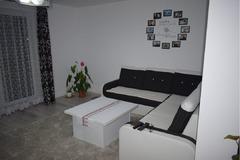 Vand apartament cu 3 camere utilat si mobilat modern