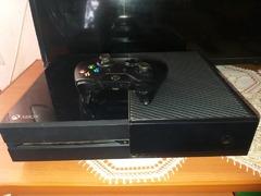 Vand Xbox One,1 controler si 5 Jocuri