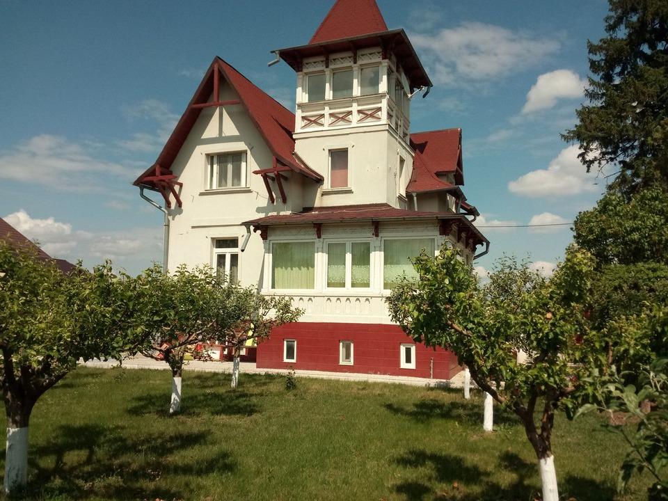 Casa la munte la Podul Narujei si casa in orasul Odobesti