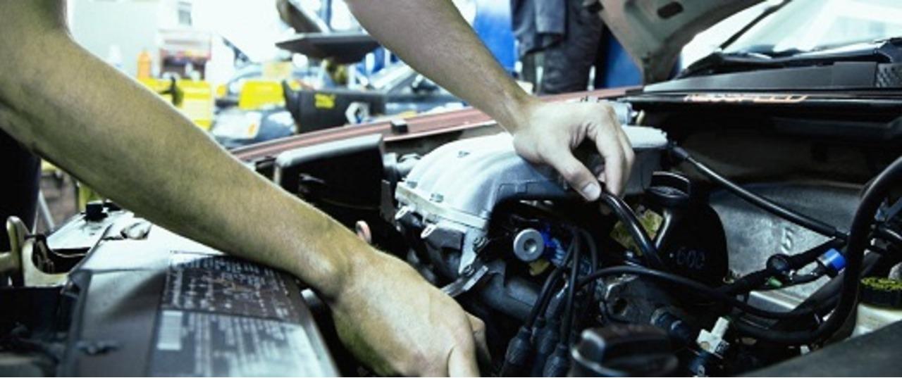 Reparații autoturisme , mecanic auto