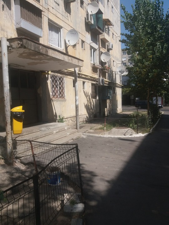 Rahova  cf3 etaj 2/4 bloc stradal interfon gaze  15000euro