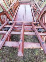 Căruţă din lemn foarte veche restaurată recent